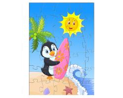 Pingouin avec une planche de surf